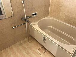 高級感のある広々とした浴室で一日の疲れをリフレッシュ