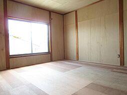 現在リフォーム中。7/12撮影。2階和室です。天井、壁のクロスを張り替え、床はクッションフロアーに張り替え洋室に変更します。