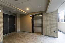 エレベーターホールには、防犯モニターを設置