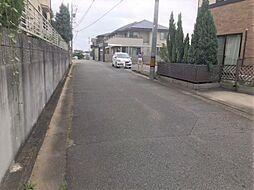 前面道路広々安心して駐車ができます