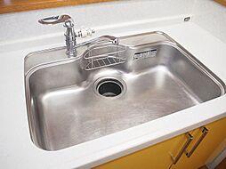 広々シンクで洗い物も楽々。