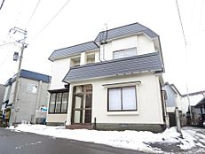価格には消費税、リフォーム費用を含みます。自社物件につき随時ご案内可能。内覧希望の方はお電話ください。閑静な住宅街にある4LDKの住宅。屋根・外壁塗装しきれいになりました。