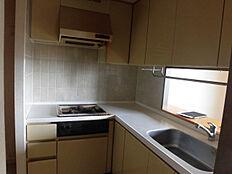 リフォーム中キッチンはLIXIL製L型キッチンへ新品交換します。詳細は後述同仕様写真を参照下さい。