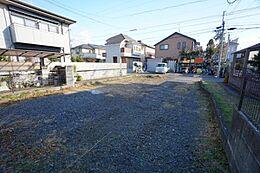 駐車2台可能なゆとりのある敷地です。