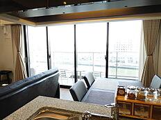 キッチンからも隅田川を望めます