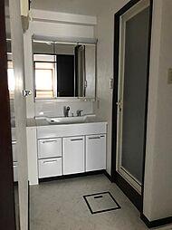 白色で清潔感溢れる洗面台