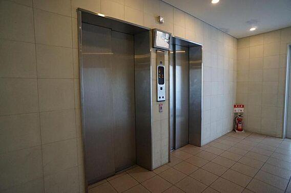・エレベーター...