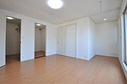約9帖ある主寝室です。左からWIC・納戸・書斎があります。