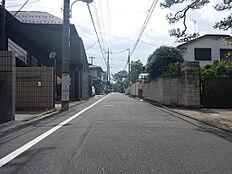 前面道路を直進すると善福寺公園につきます。