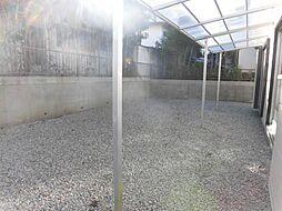 リフォーム済。おうちの南側に庇がついていますので、お洗濯物を干している際急な雨が降っても安心です。