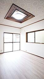 リビング隣の居室は客間として、またリビングと繋げて使える空間です。