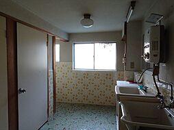 トイレスペースがとても広く、窓もあるので換気もできます