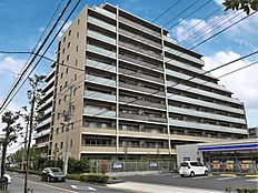 総戸数113戸。平成29年1月築のまだまだ新しいマンションです。