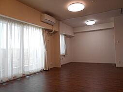 リビングに隣接する洋室の可動間仕切りを開けると、LDKと洋室で20.8帖の広さになります