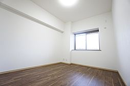 「北東6.2帖洋室」可愛らしい出窓付き。