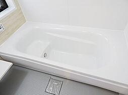 男性の方でも広々とくつろげる浴槽