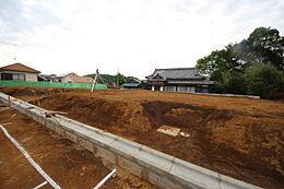 ・緑が多く自然豊かな周辺環境・京王線高幡不動駅まで徒歩9分・夢が丘小学校まで徒歩10分・スーパー、ドラッグストアまで徒歩10分以内