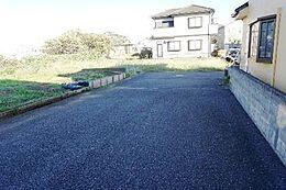 前面道路幅員は約6mですので、お車の出し入れも安全に行えますね。