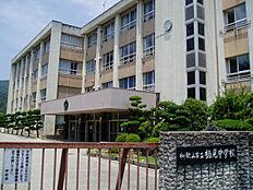 和歌山市立楠見中学校まで715m