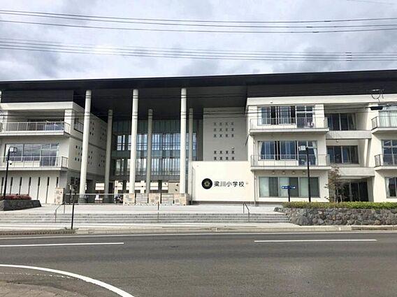 <梁川小学校>...