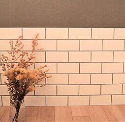 タイルプラン例リビングの一角にタイル設置、壁紙貼替(同一タイプ)工事費15万(価格に含みません)