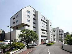 伊豆半島の玄関口にそびえる巨大リゾートマンション