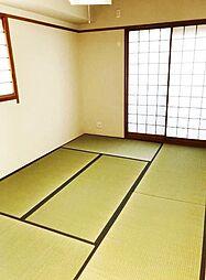 客間としても利用可能なゆったり6帖の和室。