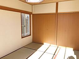 一階和室。各階に和室があって安心しますね。