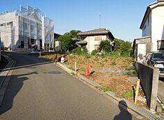 更地でのお渡しとなります。周辺にはスーパー・コンビニ・郵便局があり生活便利です。久保山公園や宇津木台緑地からも近く住環境良好です。始発駅。駐車スペース。