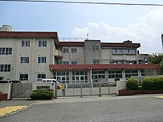 宇津木台小学校 569m