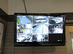 敷地内各所に防犯カメラが有り、モニターで見れます。