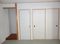 押入れのある和室。天袋もあるので、たくさんの物を収納可能。