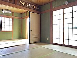 床の間、障子、畳・・・くつろぎの空間は和室から