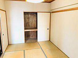 リビング横に和室があり来客時や小さなお子様のお昼寝スペースにも使えます