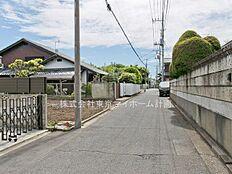 外観:前面道路含む現地写真