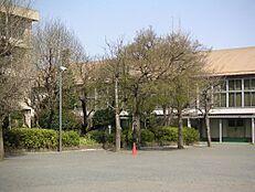 中学校東大和市立第一中学校まで251m