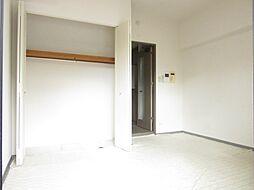 ワンルームの居間