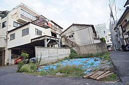 現地(H29.10撮影)/日比谷線「広尾駅」、南北線・三田線「白金高輪」駅、JR山手線「恵比寿」駅が徒歩圏内の好立地です