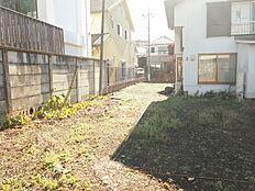 住環境に配慮した第一種低層住居専用地域にございます。落ち着いた環境にお住まい頂けます。