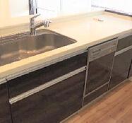 ?型キッチンで料理スペースも広々と確保。