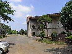 阿見町立阿見中学校(664m)