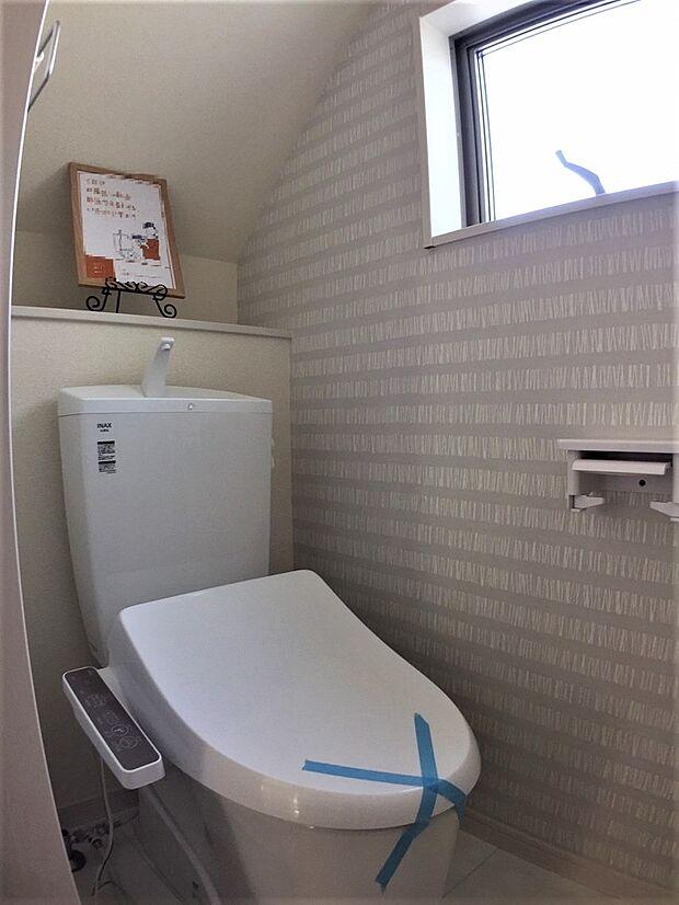 各階にトイレがあると、朝の忙しい時間帯など便利です。 また、夜中も1階まで下りずにすみますね。