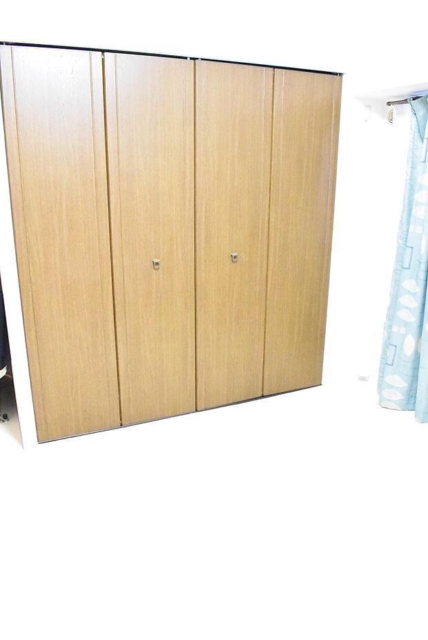 7.2帖の洋室大きなクローゼットがありお洋服や荷物がすっきり片付きそうですね!